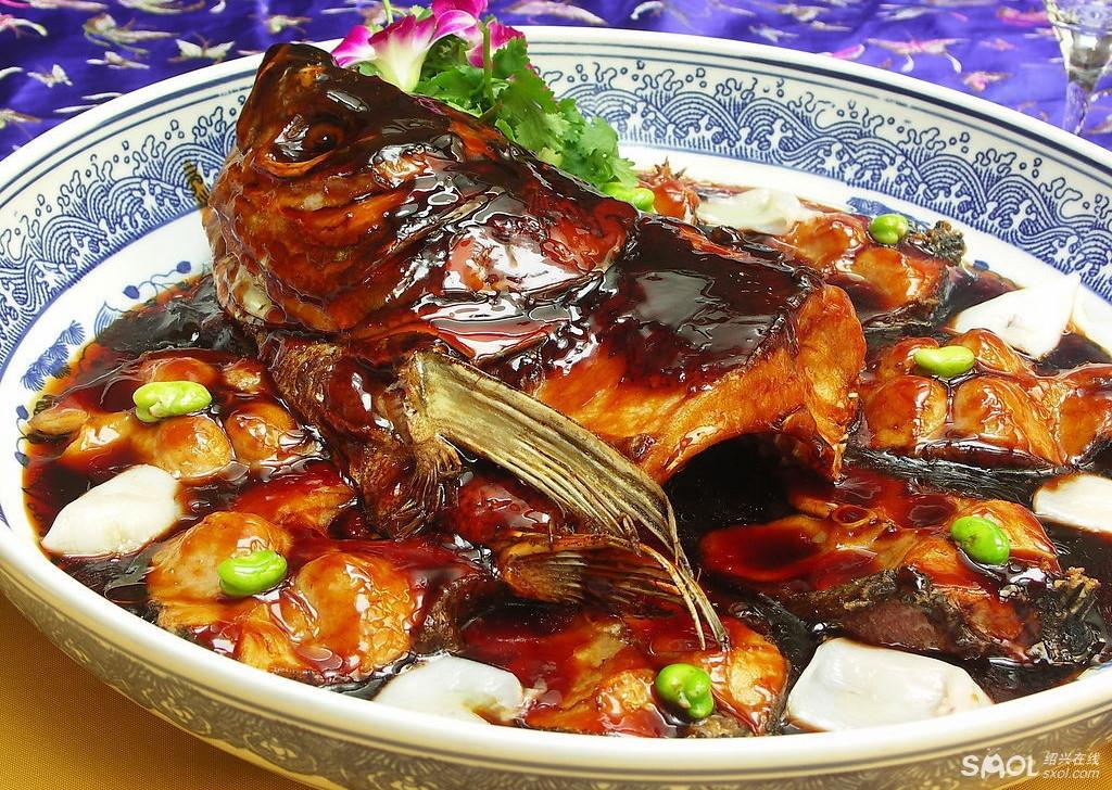 做足美食文章,展示千岛湖地方特色的各式菜肴,都是城里人平时吃不到的