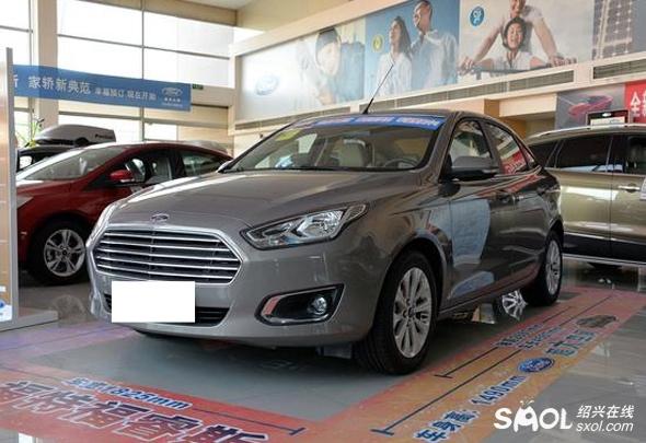 背景:前身是ESCORT概念车  第一代ESCORT 福睿斯的前身是名为ESCORT的概念车,这款概念车是在2013年的上海车展上全球首发的,据悉是专为中国市场打造的。不过,其实福特ESCORT早已存在,它诞生于1968年(这时候高尔夫第一代还没有诞生)。直至2000年,ESCORT一共发展了7代。而接替ESCORT的车型,便是第一代福克斯。  平台:出自于C1 MCA平台  C1平台是福特的紧凑级车平台,其涉及车型非常广泛,除了福特品牌下的福克斯、翼虎和C-MAX之外,还包括沃尔沃S40、马自达