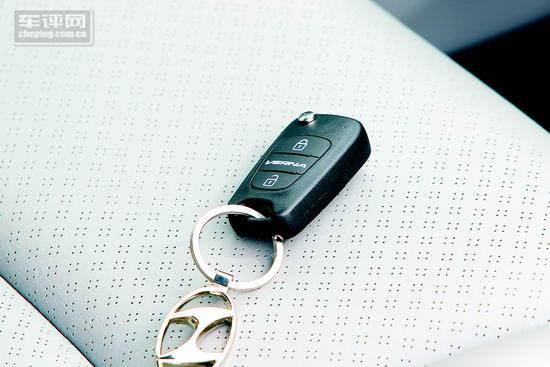小快灵:试驾北京现代全新a0级车型瑞纳