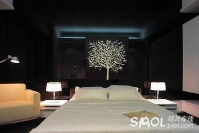 叫绝 90后推荐的黑色卧室装修 够个性 图二