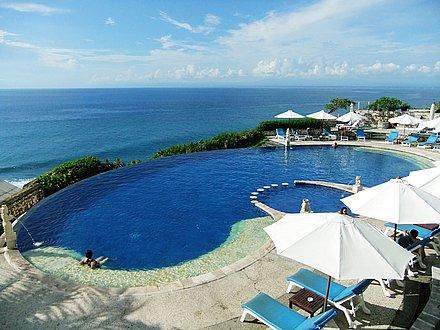 早餐:酒店 午餐:中式团餐 晚餐:红树林餐厅 第3天 汽车 巴厘岛 海边
